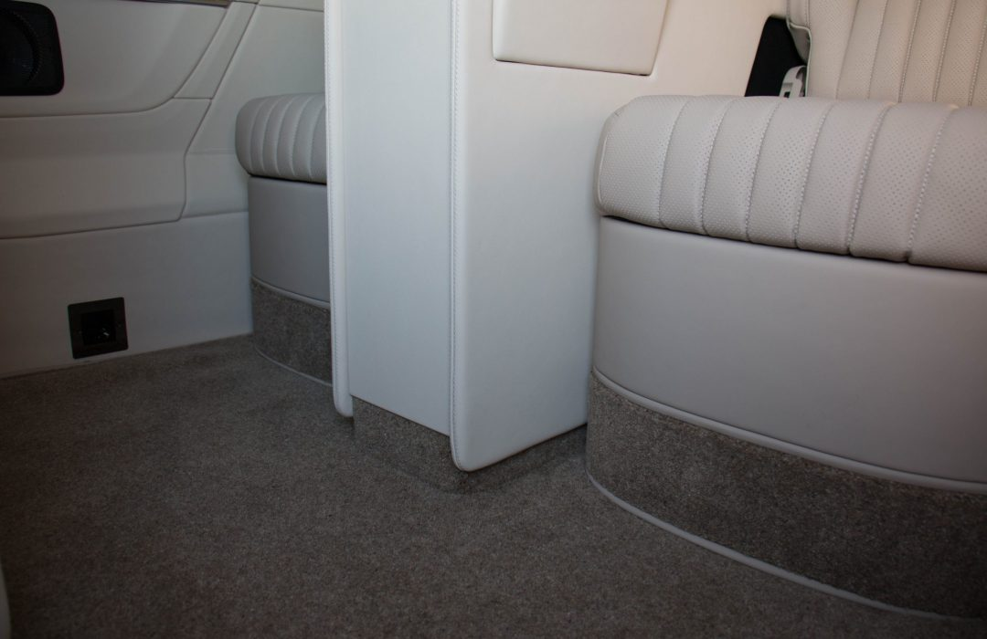 Senzati V Class Jet Class Jet Spec With Twin Cream Consoles & Leather Uppers Pic 5